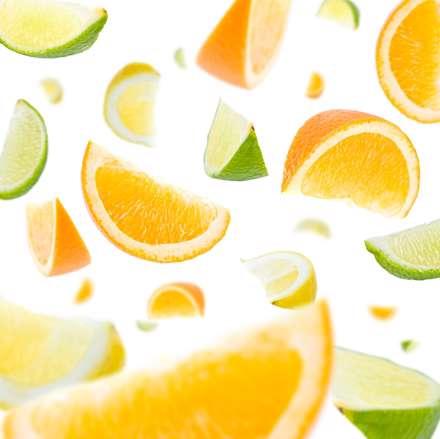 تکه هايي از پرتقال و ليمو