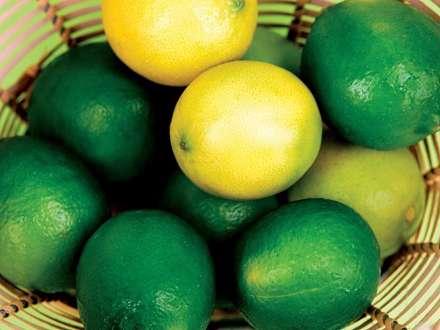 سبدي از ليموهاي سبز و  زرد