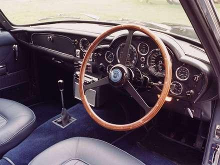 نماي فرمان و داشبرد  اتومبيل استون مارتين  DB6-Volante-1966