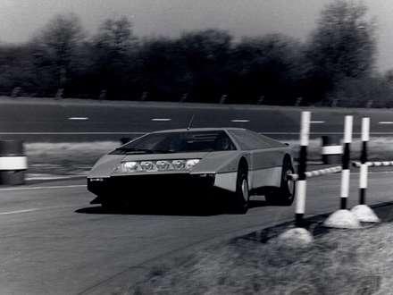 نماي سرعت اتومبيل استون مارتين  Bulldog-1980-Concept-