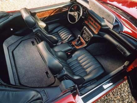 نماي سيستم فرمان و صندلي هاي اتومبيل استون مارتين  V8-Volante-1978