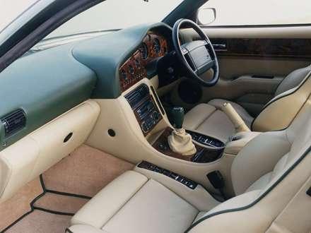 نماي داشبرد و صندلي هاي اتومبيل استون مارتين- Vantage -1992 V8-