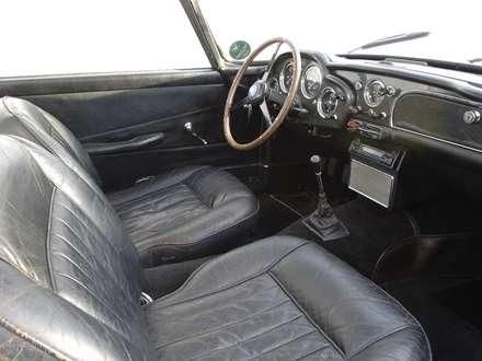 نماي  صندلي ها و فرمان اتومبيل استون مارتين DB4-1959
