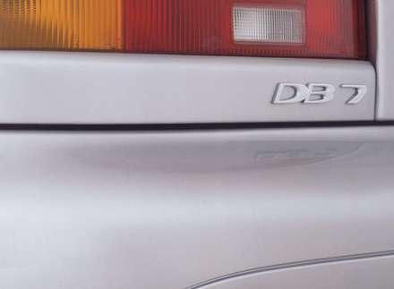 نماي سپر و چراغ عقب  اتومبيل استون مارتين DB7-Vantage-2003