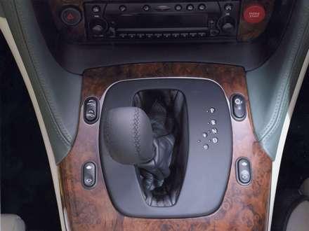 نماي  سيستم دنده اتومبيل استون مارتين DB7-Vantage-2014