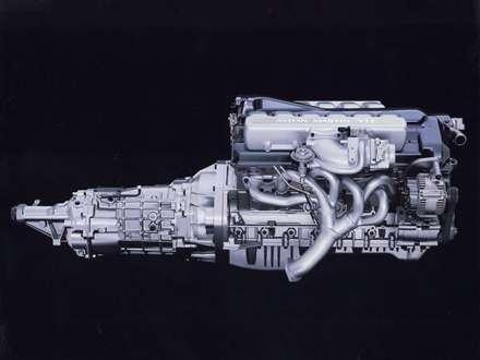 نماي  موتور اتومبيل استون مارتين DB7-Vantage-2015