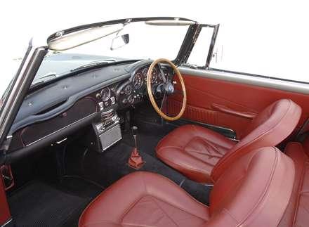 نماي فرمان و صندلي هاي اتومبيل استون مارتين SWB-1966 DB6-Volante-