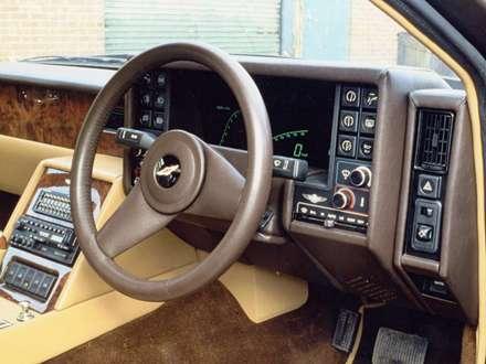 نماي  سيستم فرمان اتومبيل استون مارتين  Lagonda-1976