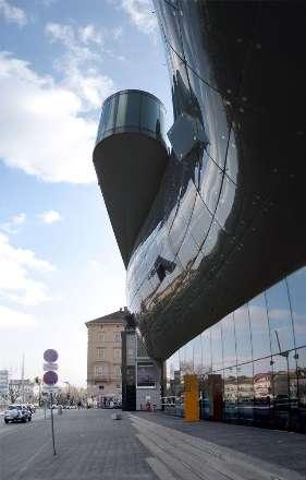 نمای عجیب موزه هنرهای گراز اتریش