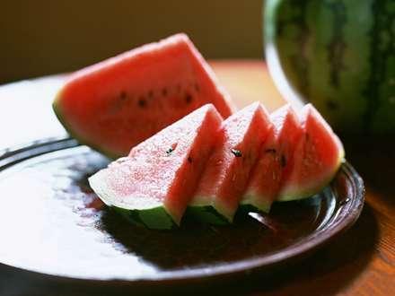 هندوانه های شتری شده در سینی