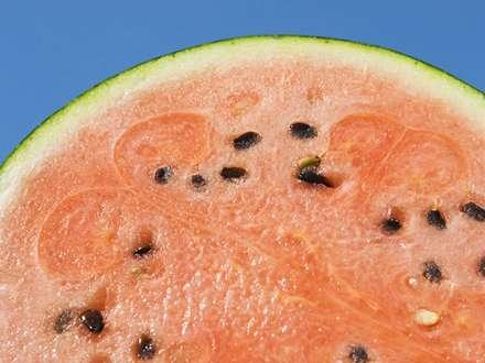 هندوانه ی از وسط نصف شده