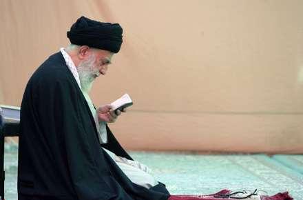 حضور رهبر انقلاب در مسجد جمکران