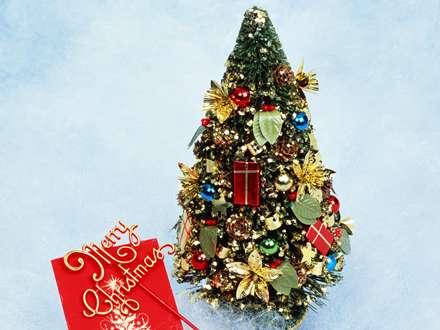 کاج تزیین شده برای کریسمس