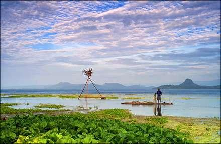 سازه های ماهیگیر در دریاچه