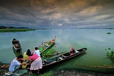 ماهیگیران در ساحل