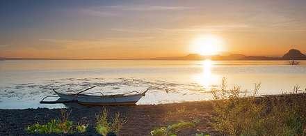 قایق در ساحل