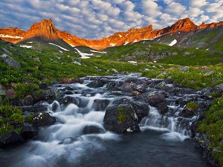 رودخانه میان کوهستان