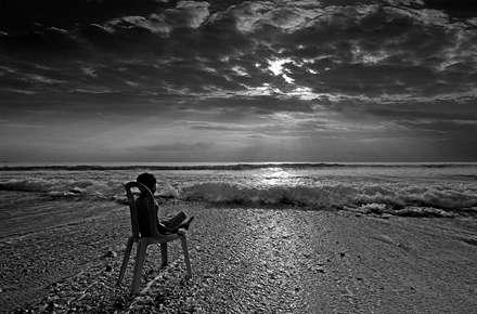 نگاه پسربچه به دریا