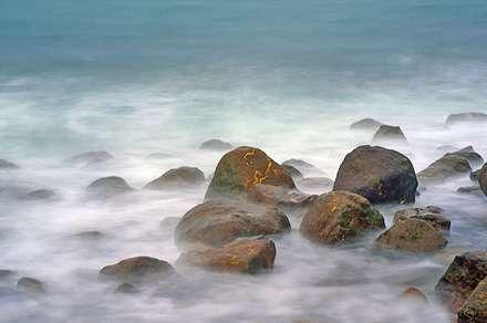 سنگ میان دریا