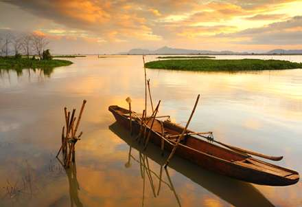 آسمان طلایی دریاچه