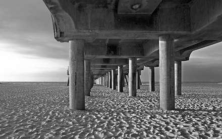 نمای زیر ستون های پل