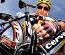 دوچرخه سوار تيم CSC در حال آزمايش دوچرخه ساخت شرکت Cervélo