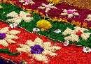 فرش بافته شده از گل در گوآتمالا