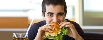 چگونه میتوان تغذیهی نوجوانان را کنترل کرد؟