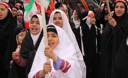 راهپیمایی عفاف و حجاب دانش آموزان دختر محجبه استان اصفهان برگزار شد