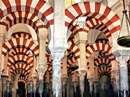 مسجدی با معماری اسلامی