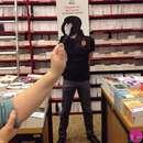 ذوق هنری با سر رفتن حوصلهی کارمندان این کتابفروشی!