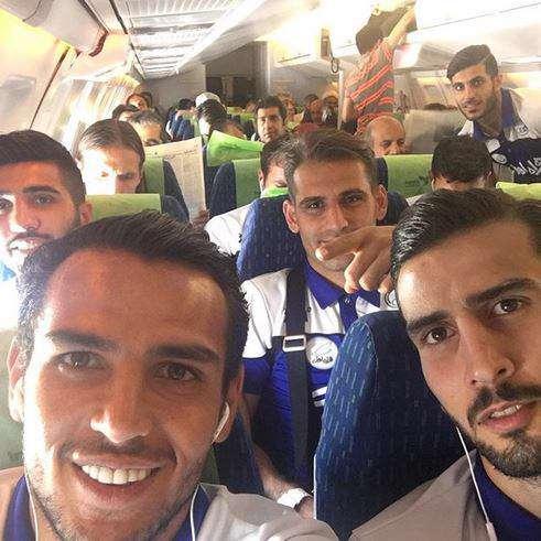 سلفی بازیکنان استقلال در هواپیما