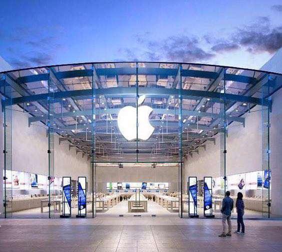 طبق آخرین فهرست مجله فوربز، اپل هنوز هم ارزشمندترین برند جهان است.ارزش اپل۱۵۴٫۱ میلیارد دلار است،یعنی۸۷درصد بالاتر از گوگل که مقام دوم را با۸۲٫۵میلیارد دلار دارد.