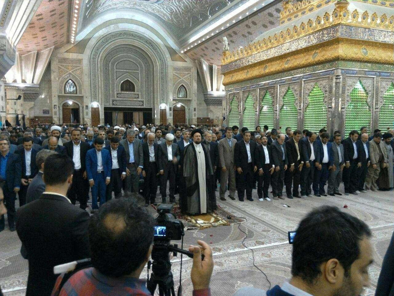 نماز جماعت نمایندگان مجلس دهم به امامت سید حسن خمینی