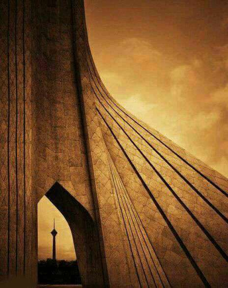 برج ازادی و برج میلاد در یک قاب