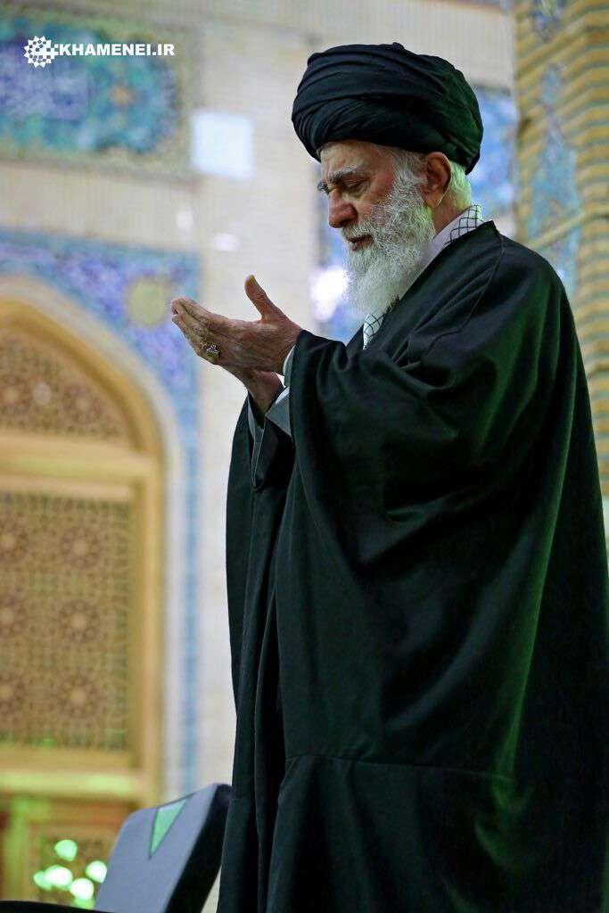 تصویری جدید از حضور امام خامنه ای عزیز در مسجد مقدس جمکران در سال 1395