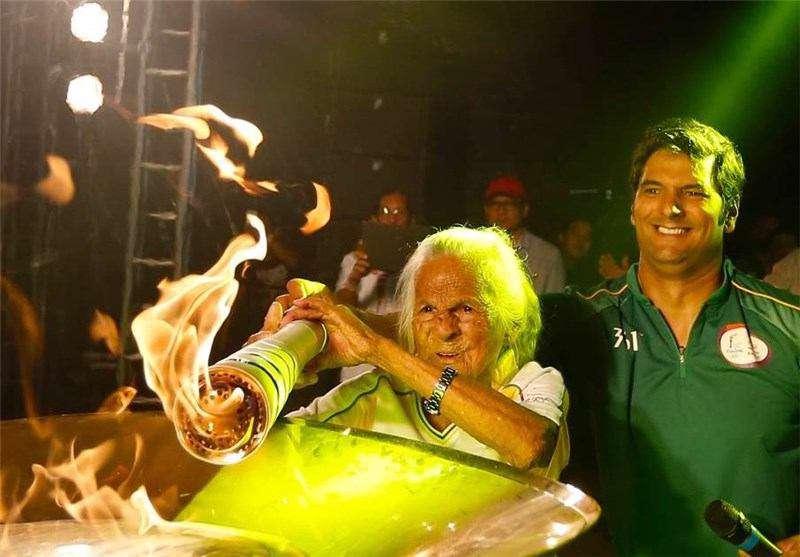 پیرترین حمل کننده مشعل تاریخ المپیک از برزیل آمد