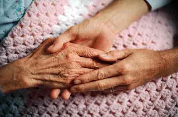 فراموش نکن تمام سرمایه زندگیت دعای خیر والدین است