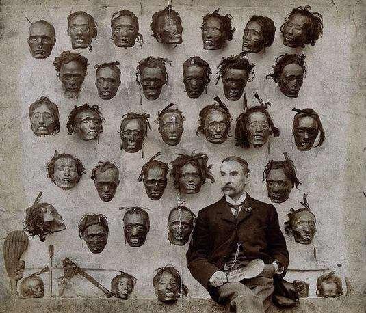 کلکسیون استعمارگران انگلیسی از سر بومیان نیوزلند که در نبرد با متجاوزان کشته شده اند.😔 نیوزلند؛ 1895