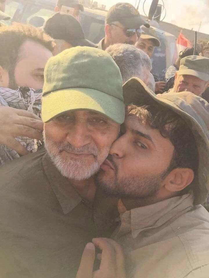 امروز: سلفی رزمنده عراقی با سردار قاسم سلیمانی در خطوط اول میدان نبرد عملیات بازپس گیری فلوجه