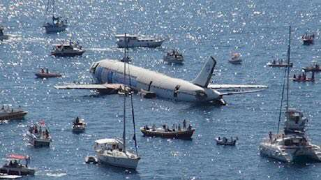 غرق کردن هواپیما برای جذب گردشگر!