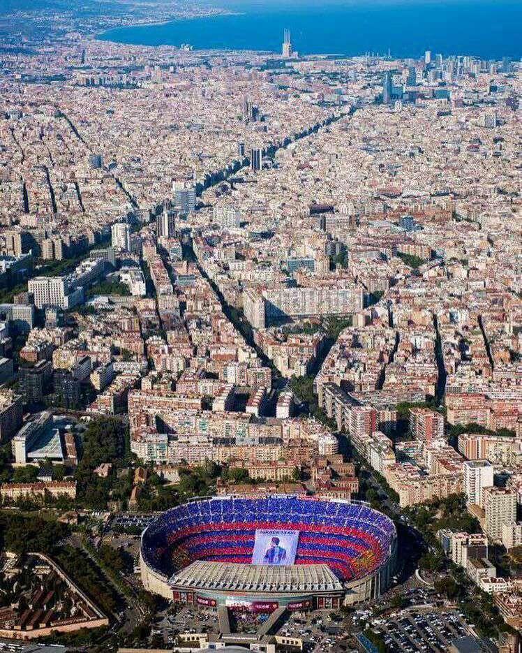 نمایی از ورزشگاه نیوکمپ در بندر بارسلون بارسلونا