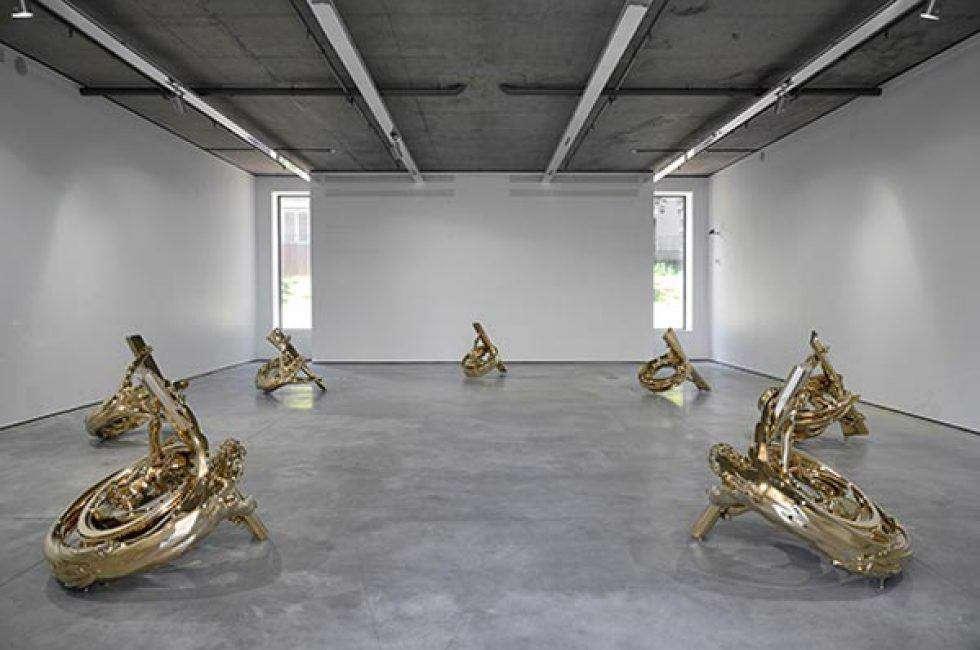 نمایشگاه آثارحجمی، تابلوهای نقاشی رنگ و روغن روی بوم (اطلس)، آثاربرنزی و فولادی همراه با حکاکی لیزری هنرمند بلژیکی ، ویم دلووی(Wim Delvoye