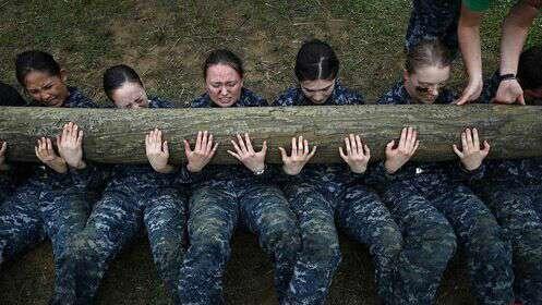 تمرین سخت زنان نیروی دریایی آمریکا در آکادمی آناپلیس، مریلند