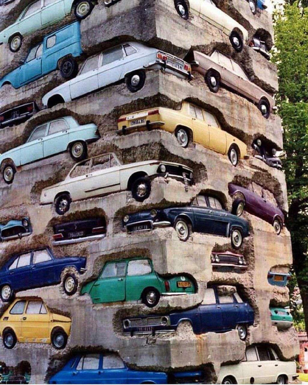 بنای ساخته شده از خودروهای قدیمی