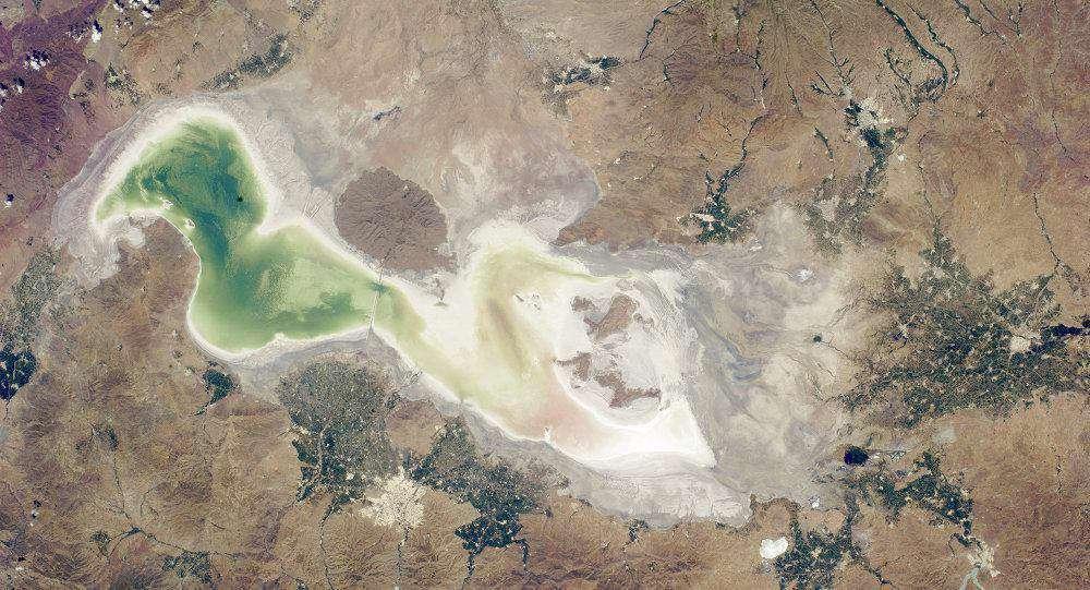 خشکشدن دریاچه ارومیه درسال 95