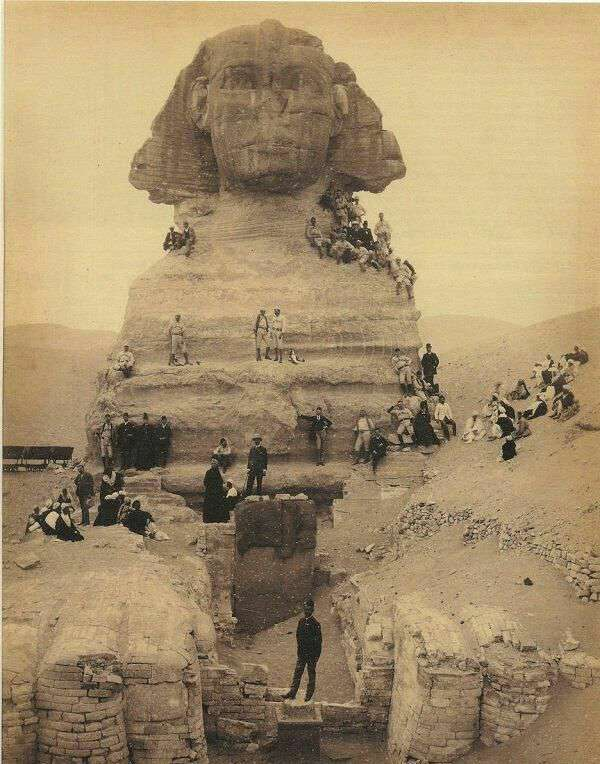 بیرون کشیدن مجسمه ابوالهول از زیر خاک و شن پس از قرن ها در سال۱۸۵۰