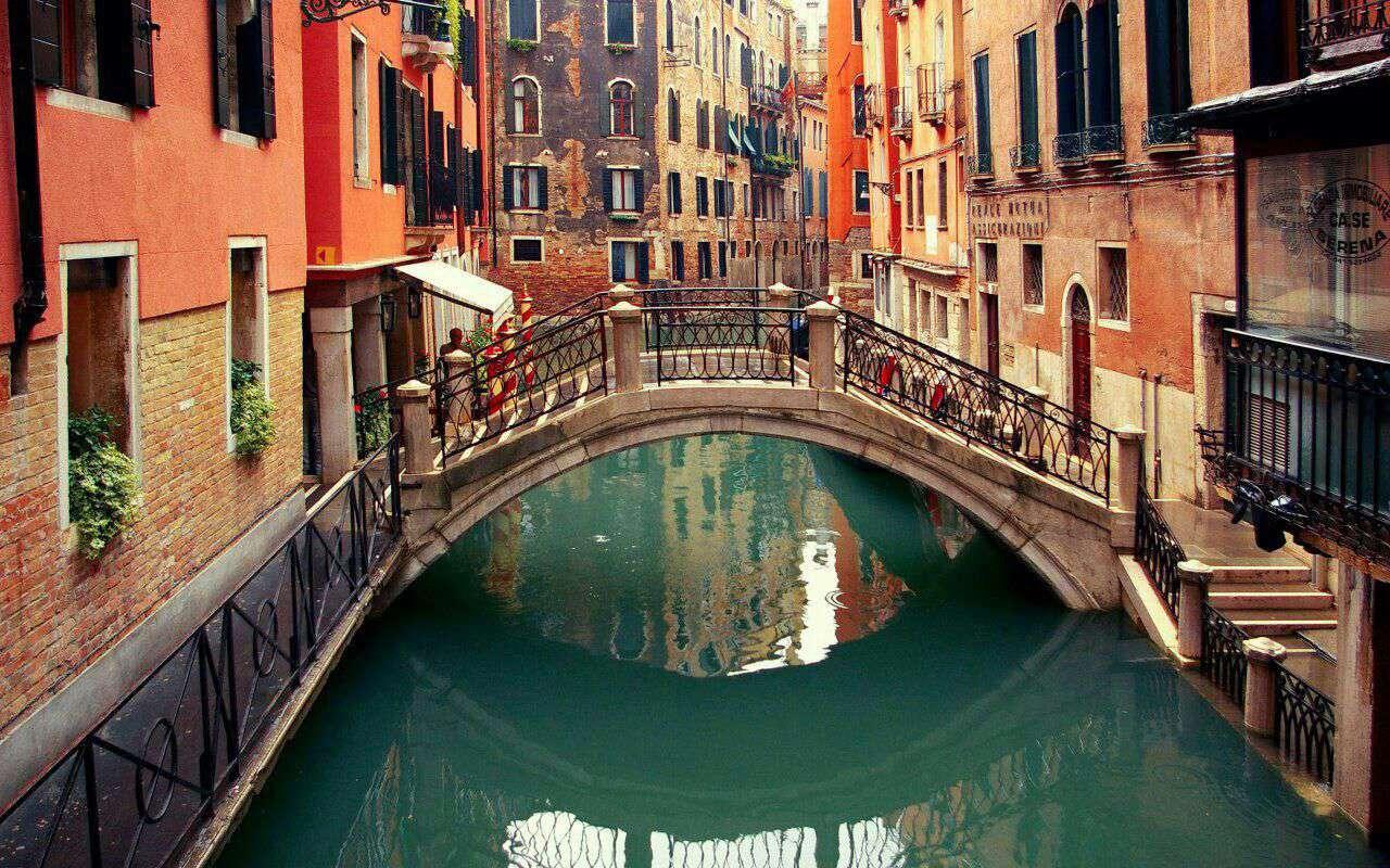 کوچه ای زیبا در ونیز