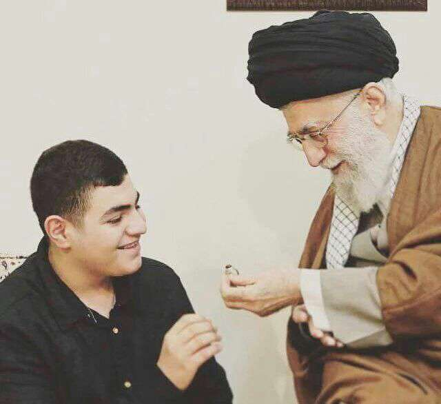 اعضای خانواده شهید سید مصطفی بدرالدین فرمانده نظامی حزب الله لبنان با رهبر انقلاب دیدار کردند