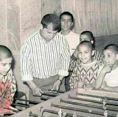 فوتبال دستی علی پروین با بچهها